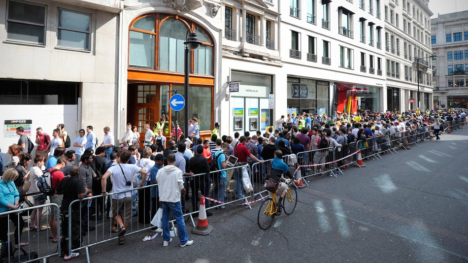 The Daily Read - Waiting in Line Edition - 9/19/2014 - KnowTechie