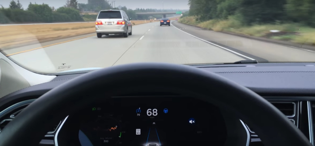 Tesla S in Autopilot mode