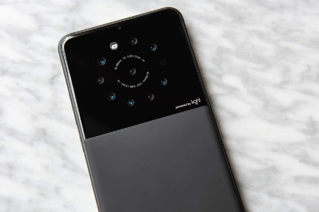 light nine lenses smartphone