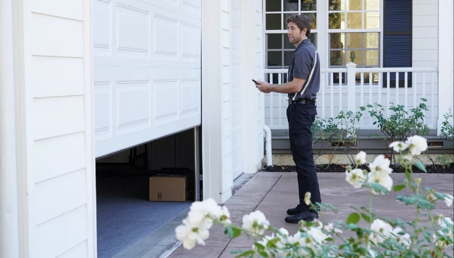 key by amazon feature being used by delivery person