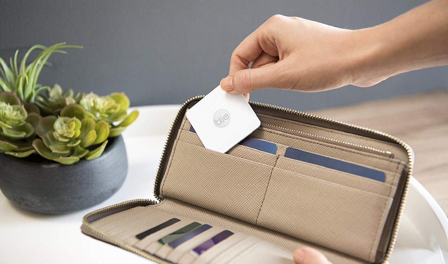 tile bluetooth tracking device in wallet