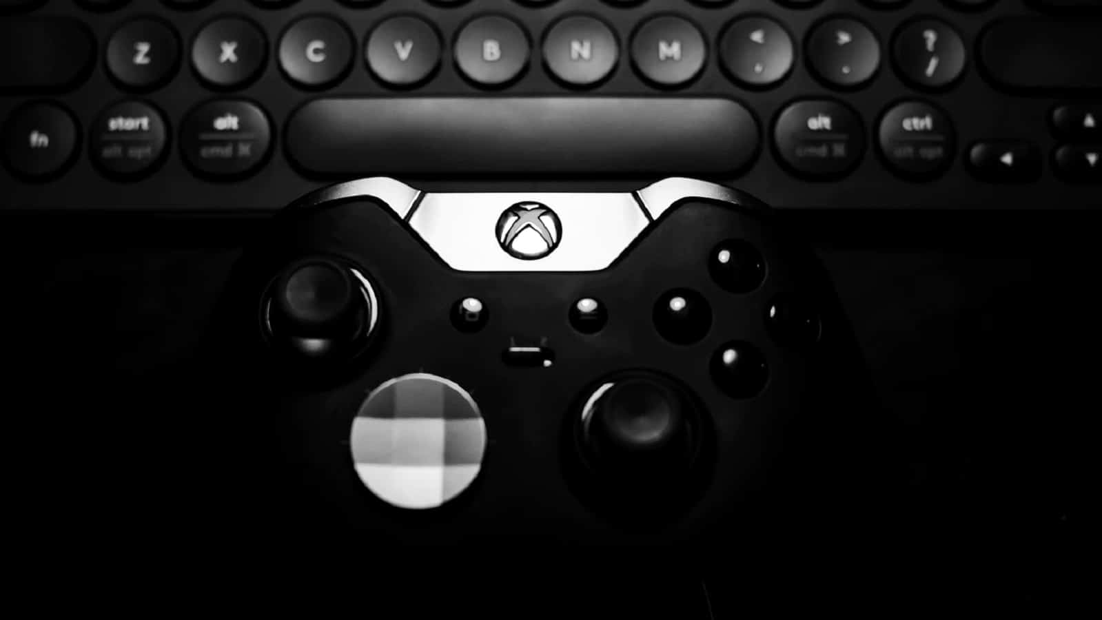 xbox one in black and white