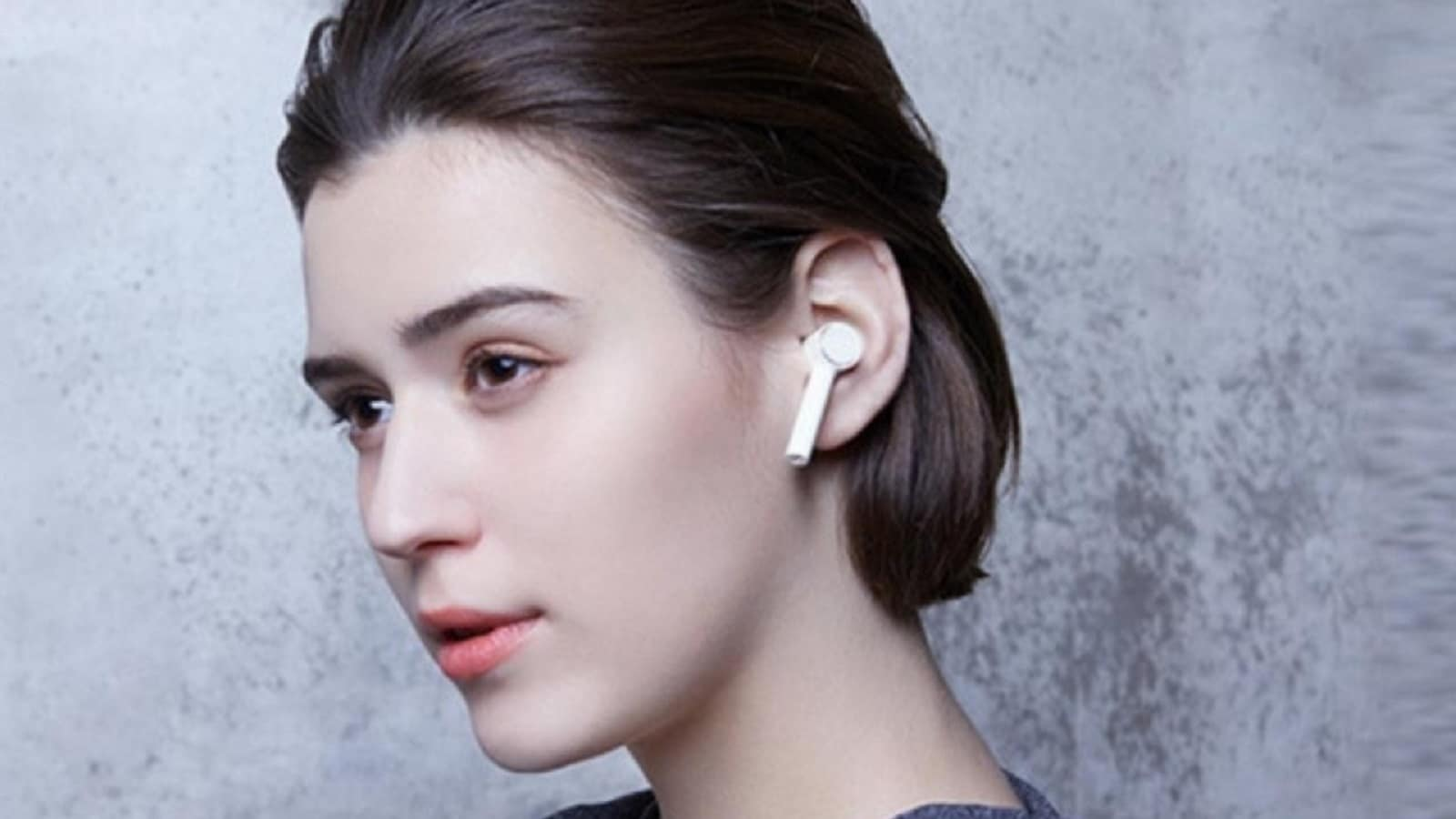 xiaomi air dots earbuds being worn in-ear