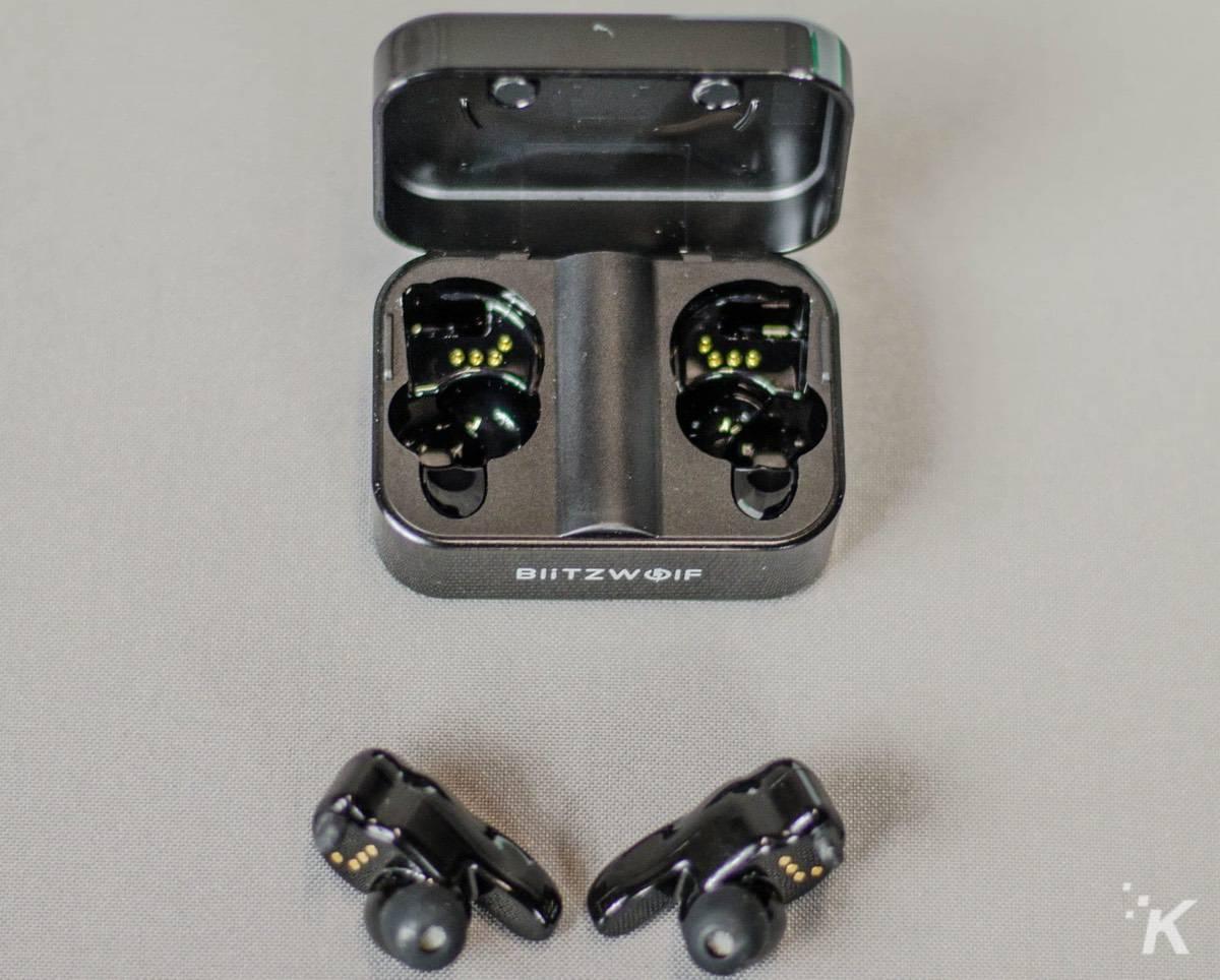 blitzwolf-wireless-bluetooth-headphones