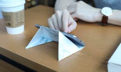 folding kickstand device for smartphone