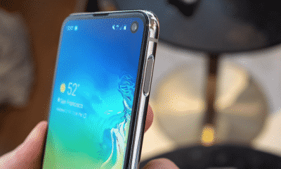 samsung galaxy s10 in hand