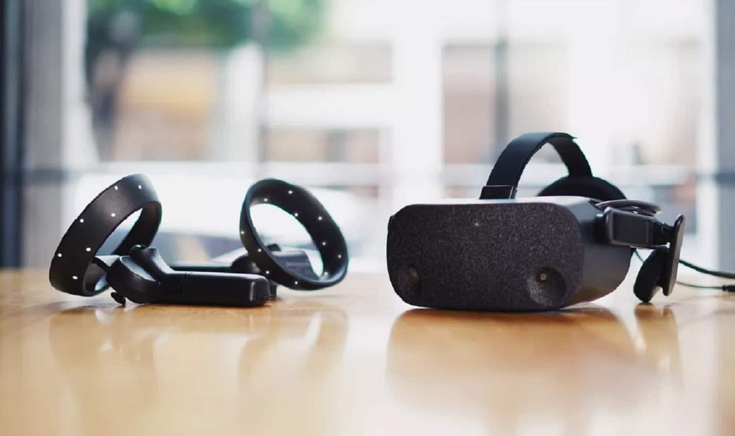 hp reverb vr headset on table