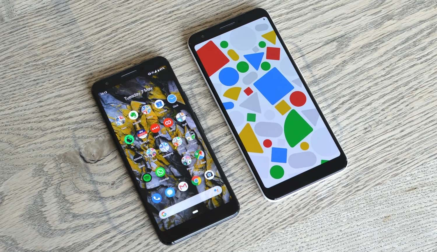 google pixel 3a screen on table