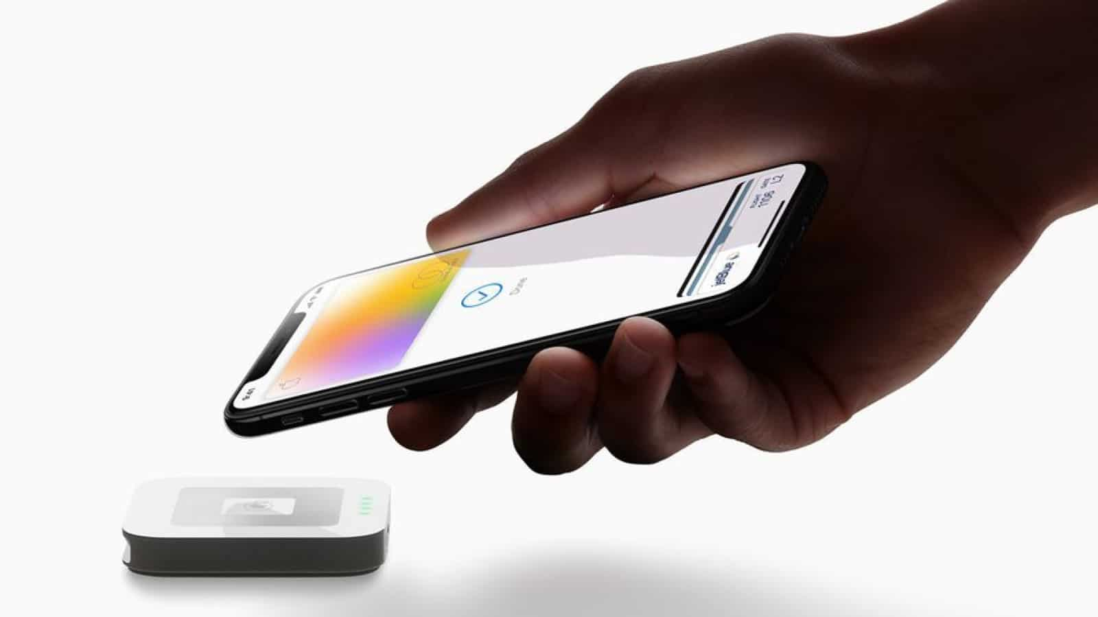 apple card iphone contactless payment in use