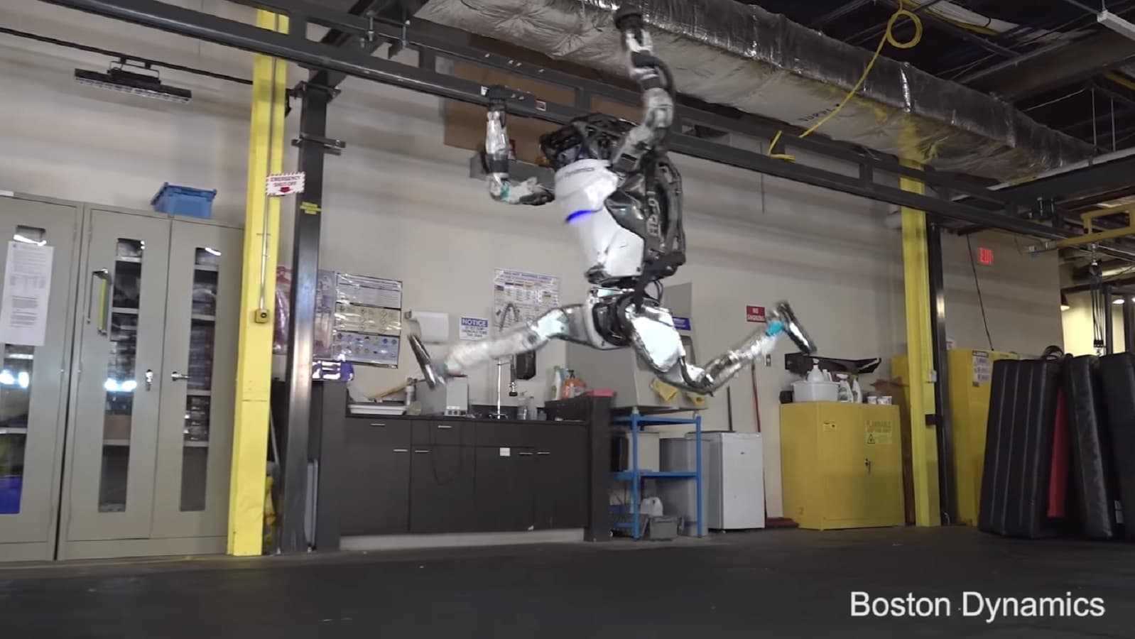 boston dynamics robot jumping
