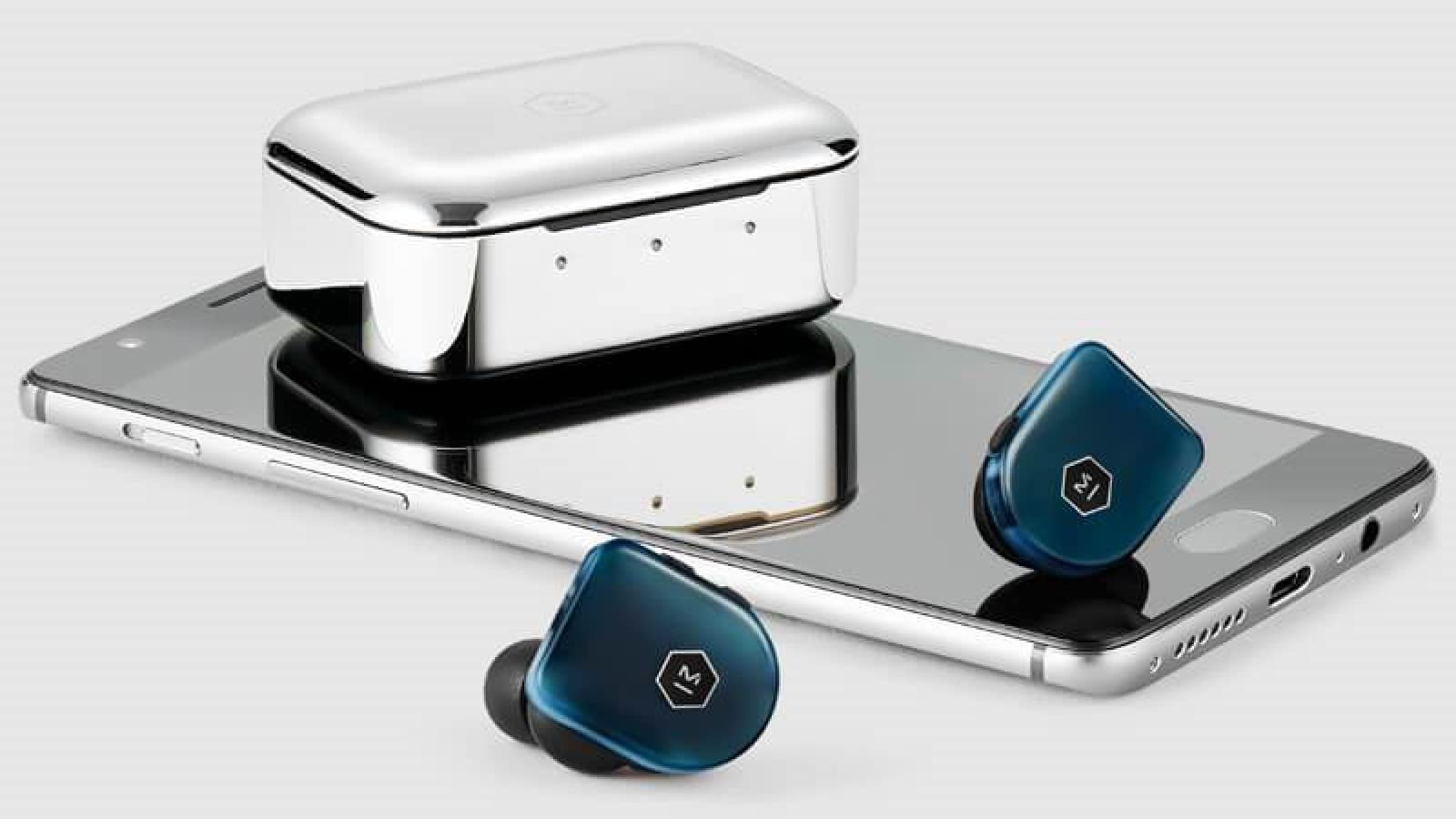 mw07 plus headphones on a smartphone