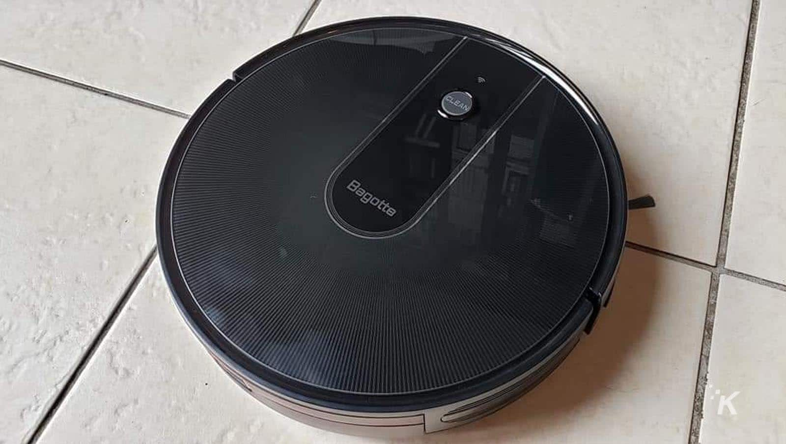 bagotte bg700 robotic vacuum on floor