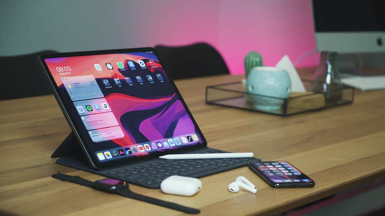 ipad pro on table as a monitor