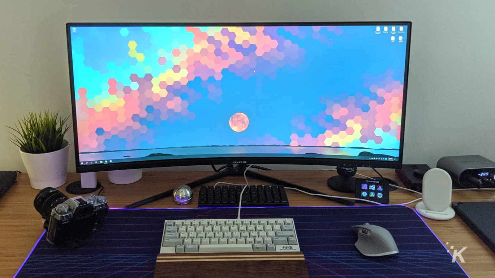 nixeus EDG34S monitor on table