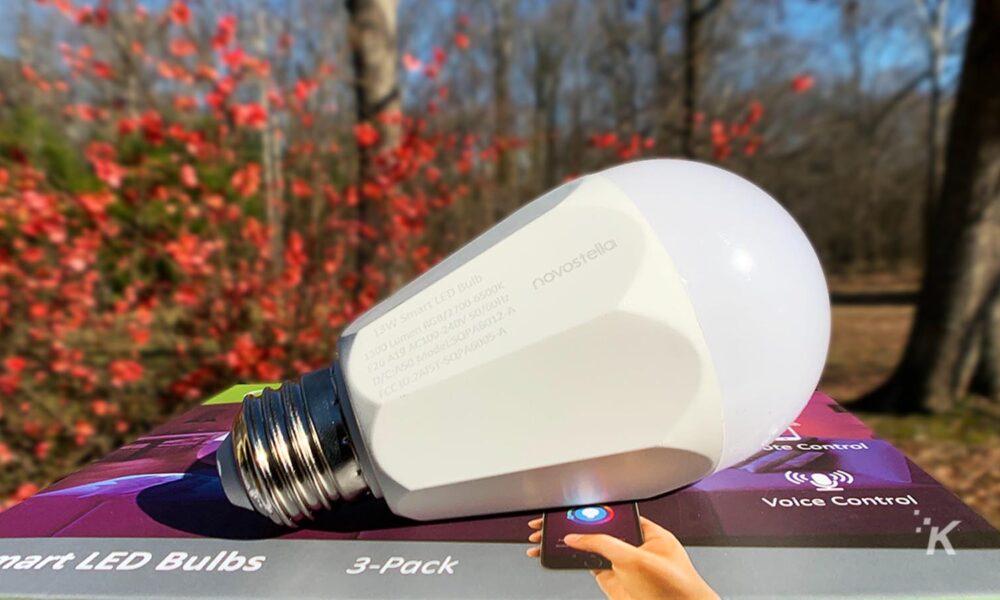 Đánh giá: Bóng đèn LED thông minh Novostella - một đánh giá chiếu sáng 2