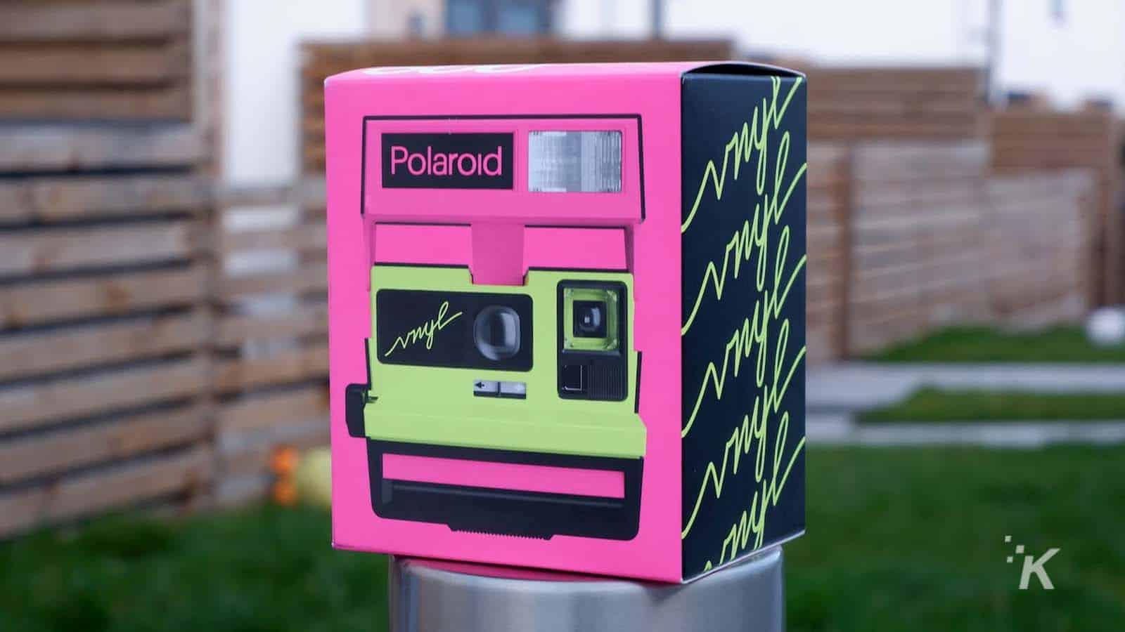 polaroid vnyl packaging