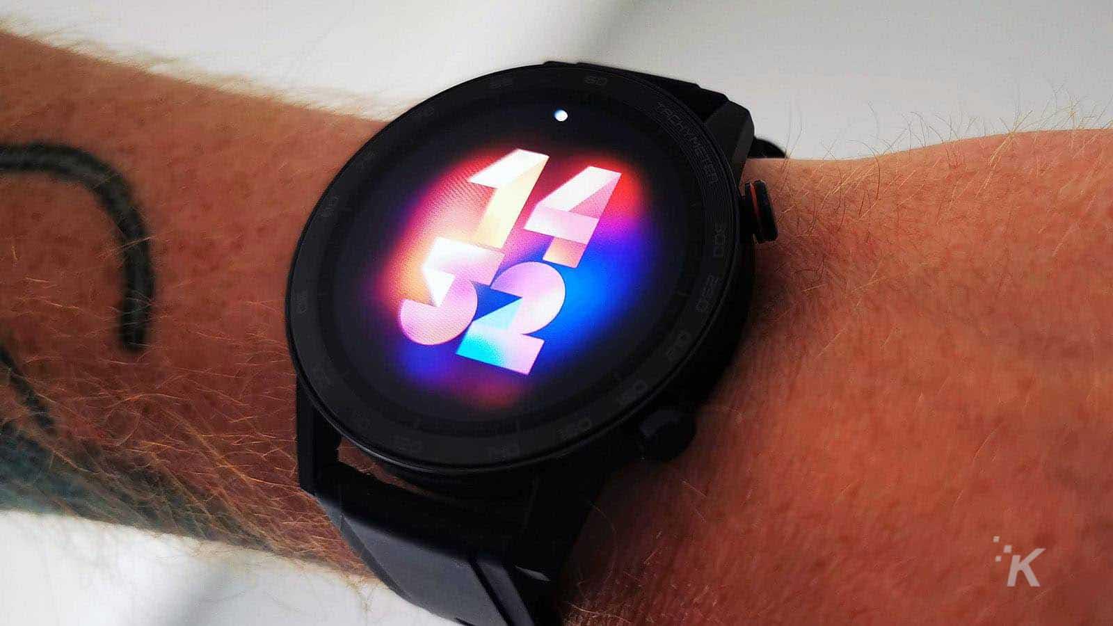 honor magic watch on wrist