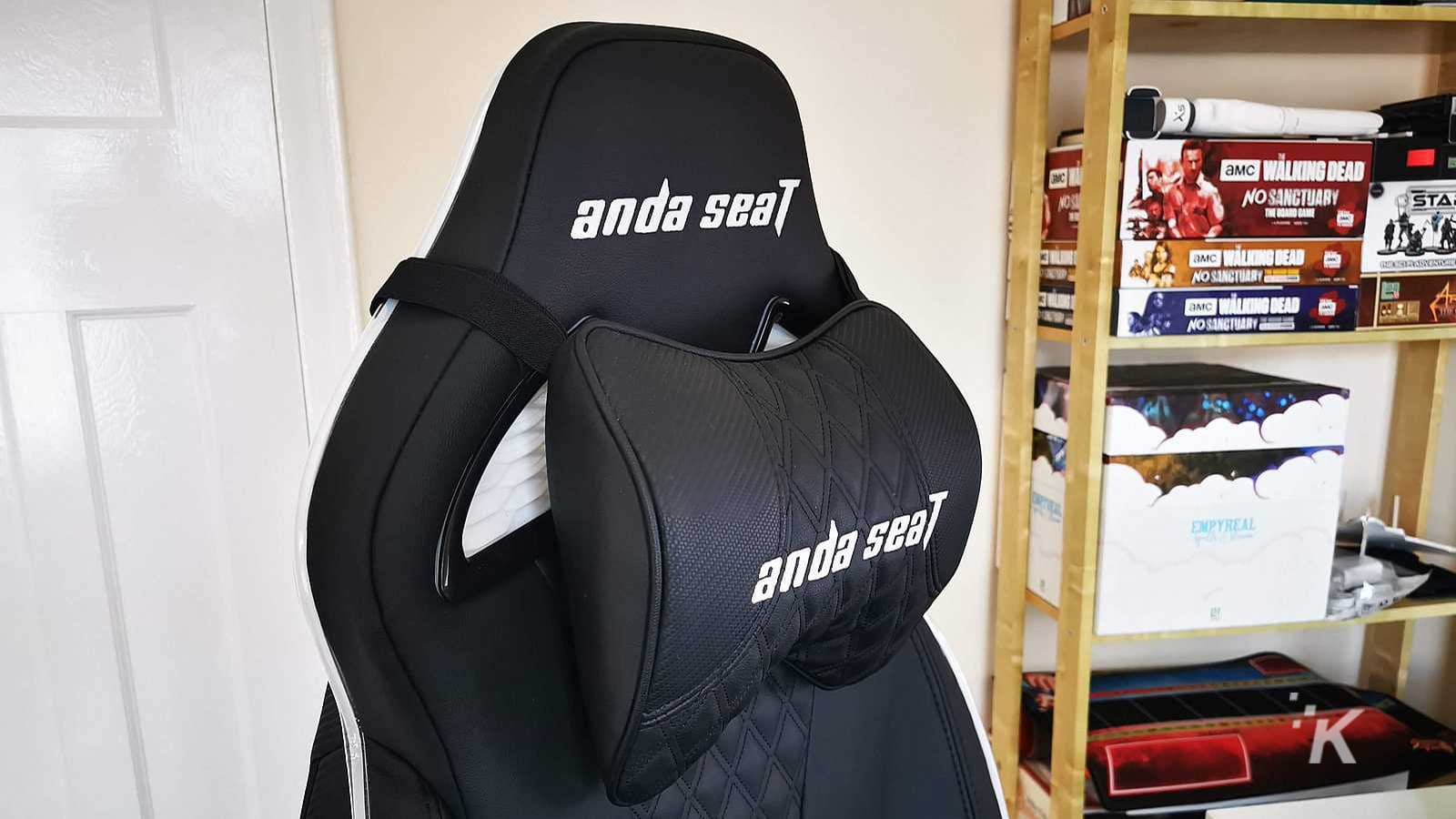 Andaseat Throne neck rest cushion