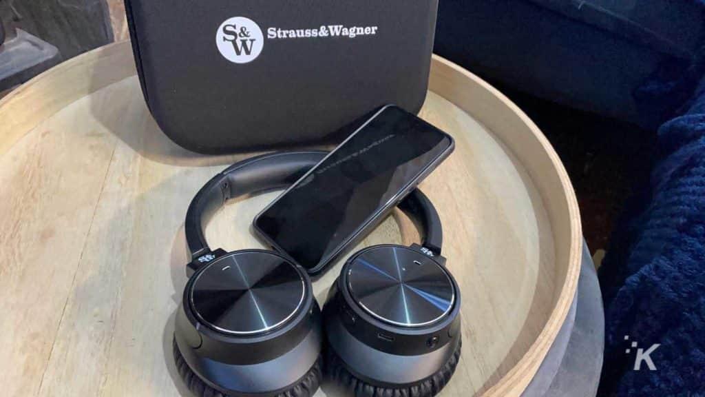 strauss & warner anc headphones
