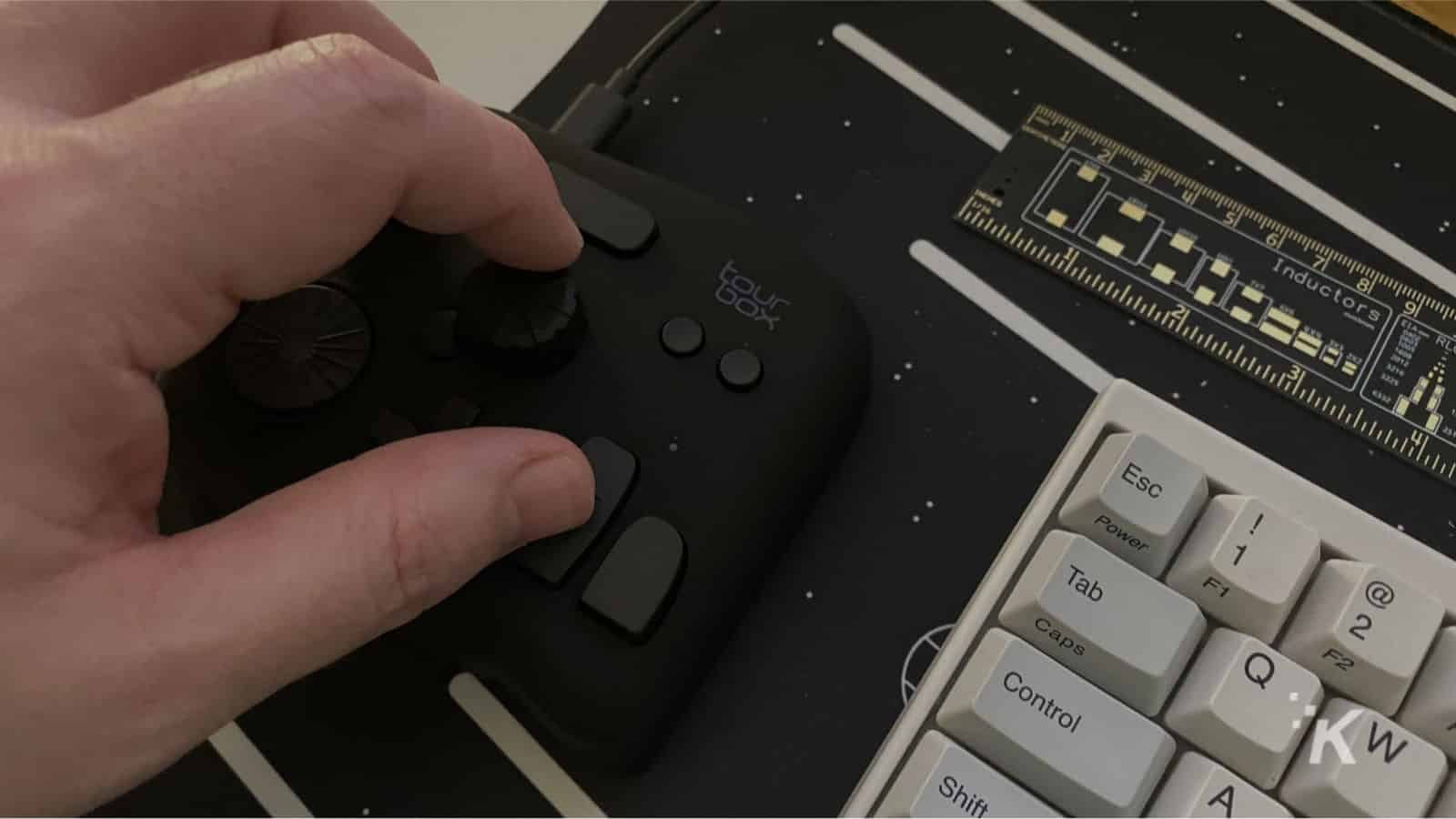 editing controller with hand using the knob