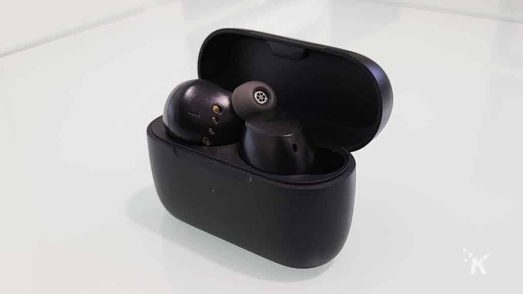 earfun earbuds in charging case
