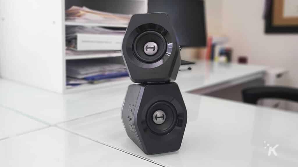 edifier g2000 desk speakers