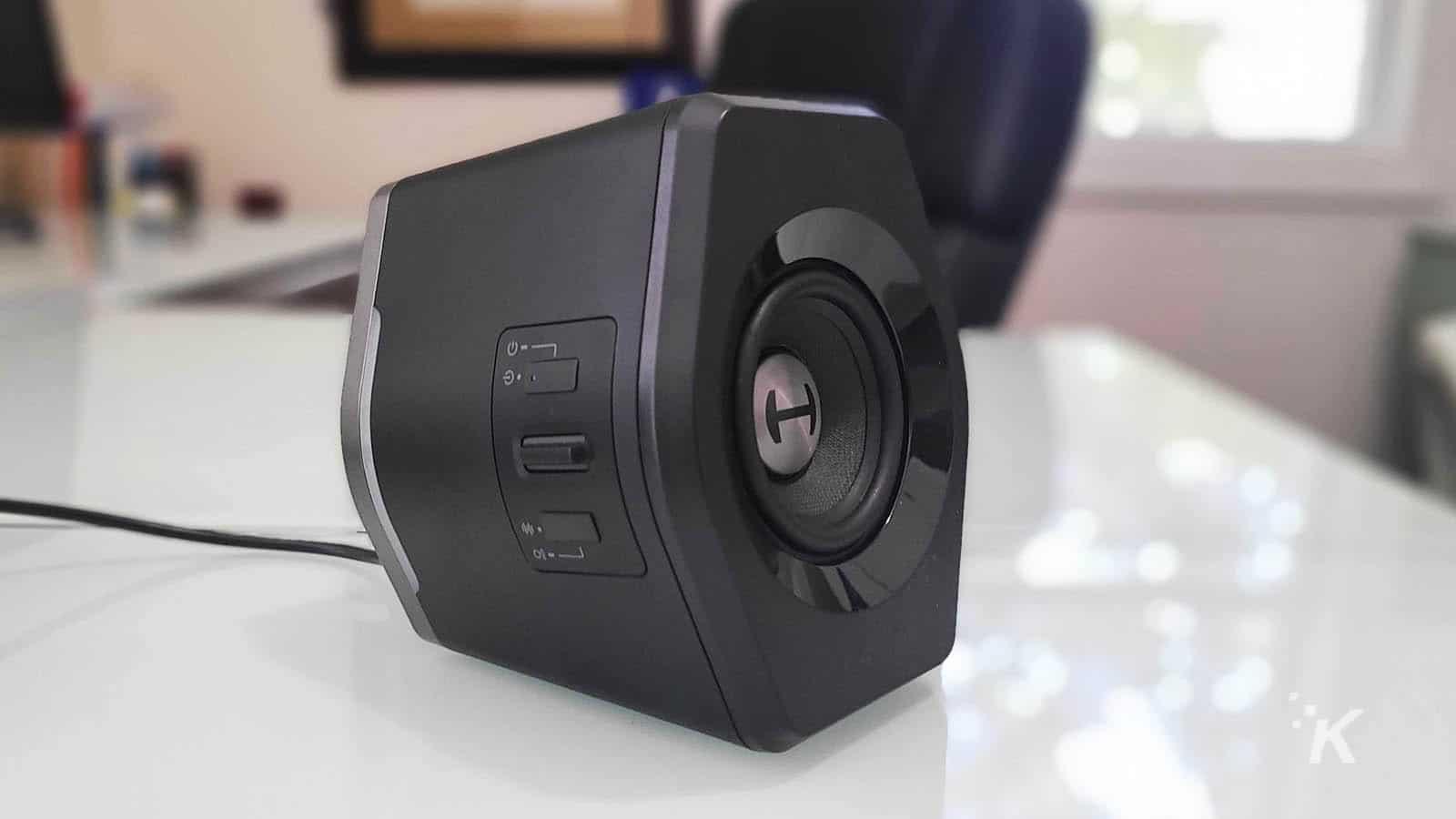 edifier g2000 speaker on table